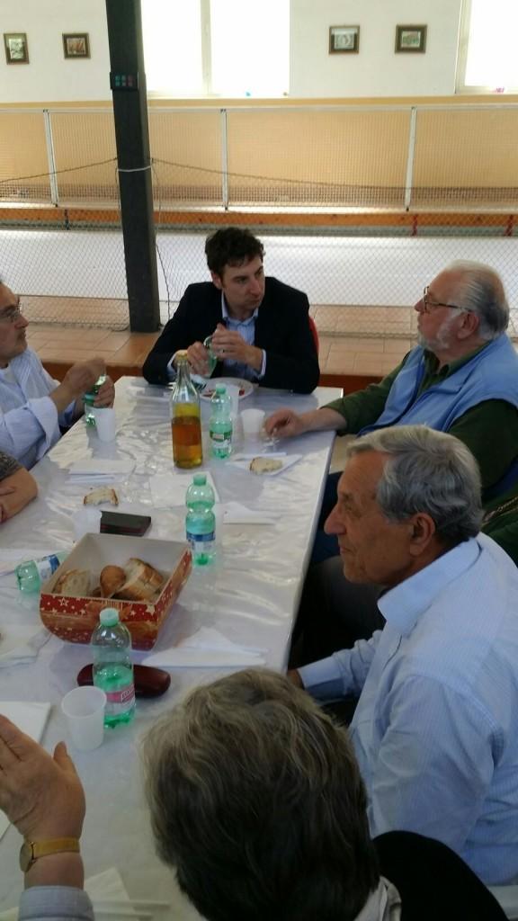 Alessandro Rosi l'assessore alle politiche sociali invitato e tra i cittadini